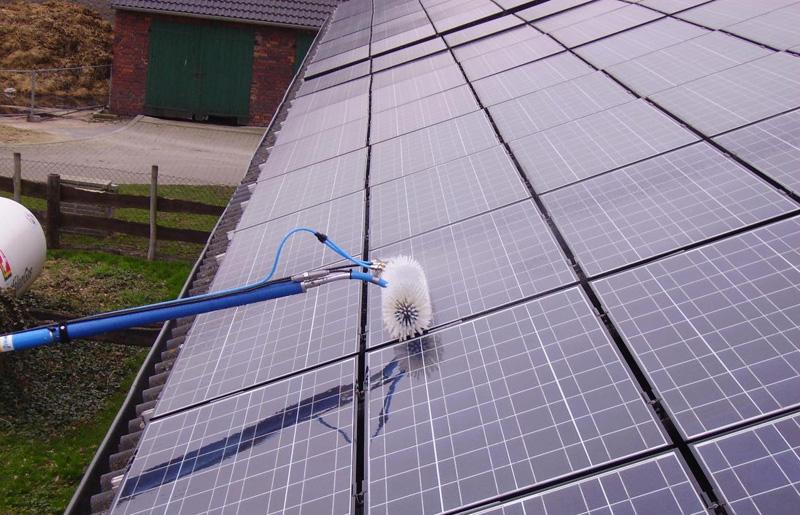 Como limpar painel solar?